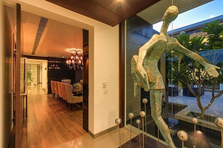 Moderna villa center court dada partners nueva delhi - Materiales para fachadas modernas ...