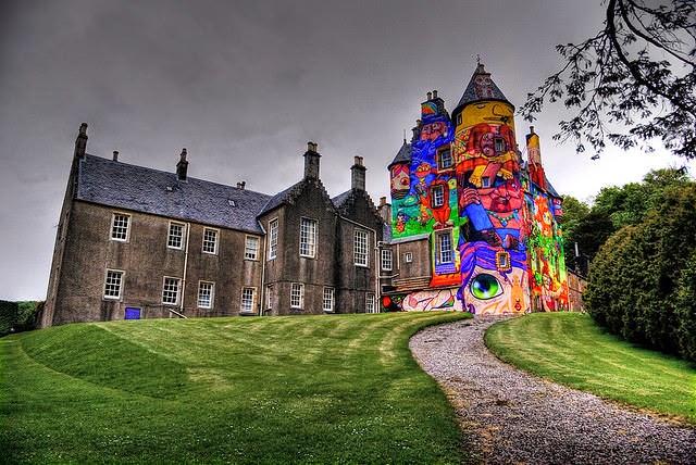 Graffitis-del-Castillo-Kelburn-Escocia