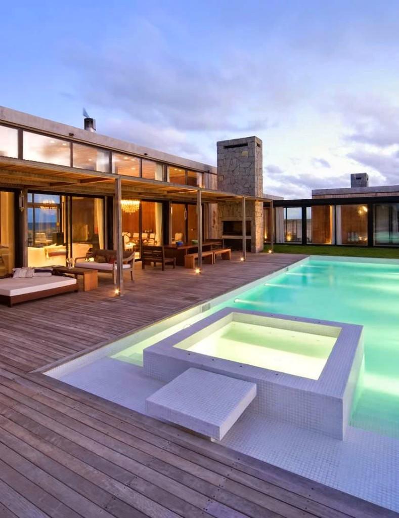 Casa la boyita estudio martin g mez arquitectos punta for Casa moderna piscina