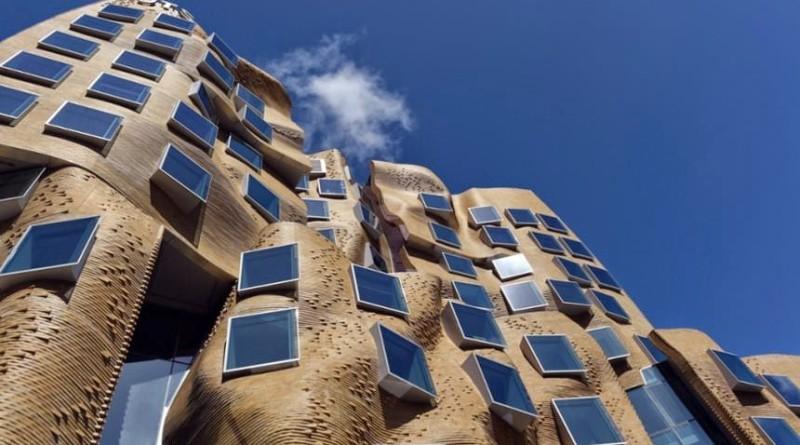 Edificio ondulante dr chau chak wing arquitecto frank for High tech arquitectura