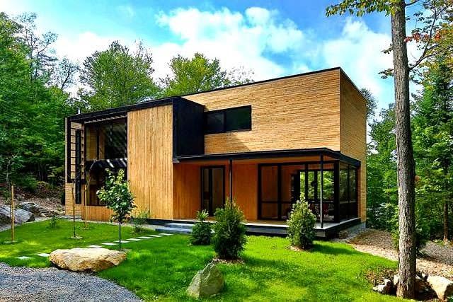 Casa de madera en el coraz n del bosque laurentian arquitexs for Casas de madera pequenas
