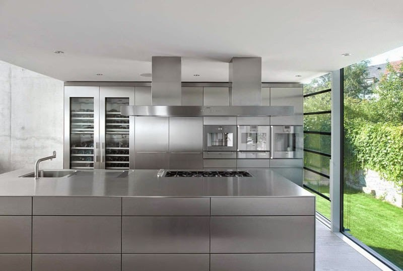 Casa r fachadas de cristal christ christ arquitectos for Casas minimalistas planta baja