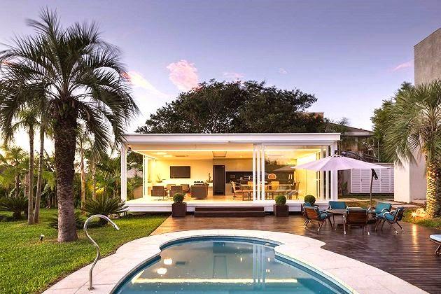 Fascinantes vistas casa moderna con piscina en porto for Casa moderna con piscina