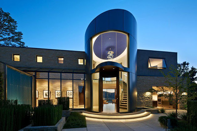Moderna casa de paredes curvas con vista a Bahía de San Francisco