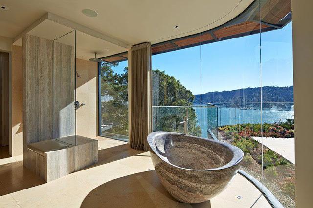 Baños Estilo Travertino:Moderna casa de paredes curvas con vista a Bahía de San Francisco