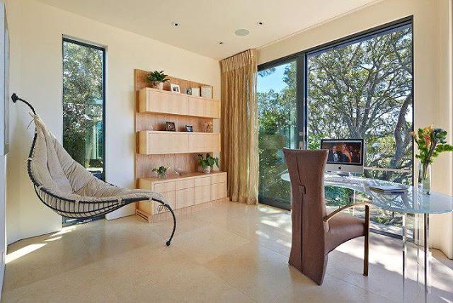 Moderna casa de paredes curvas con vista a bah a de san - Decoraciones de casas modernas ...