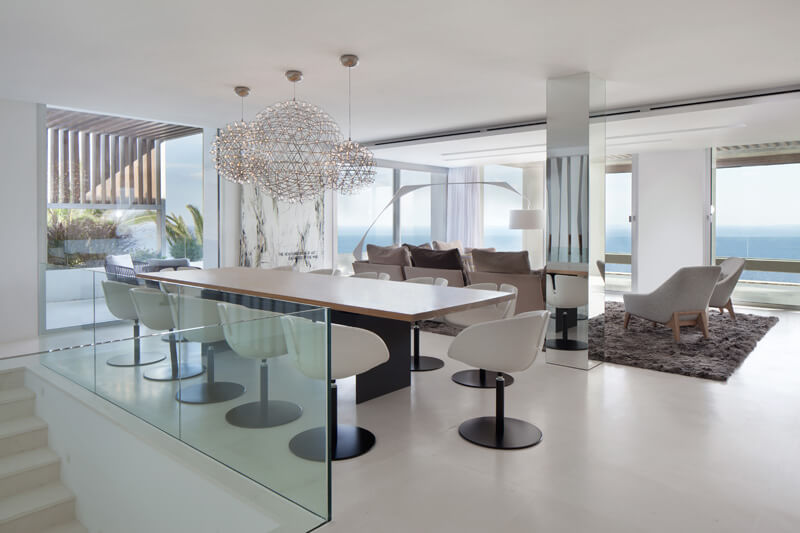 Casa minimalista roca llisa ibiza for Decoracion casas minimalistas interiores