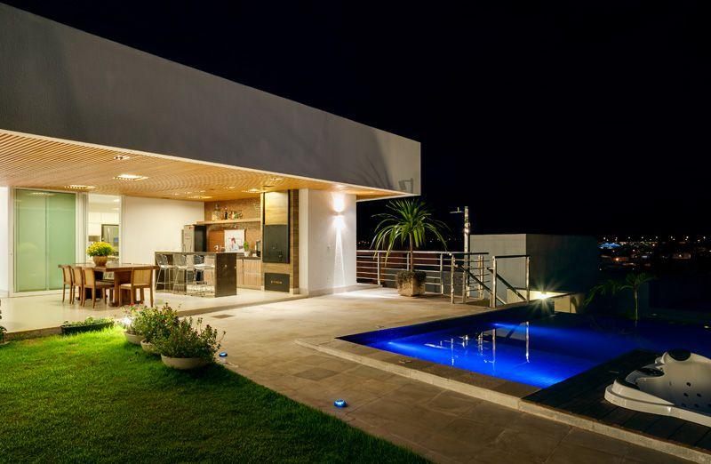 Casa moderna en la ladera arquitexs for Casas con piscinas fotos