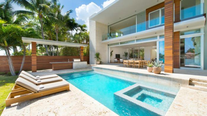 Casa moderna di lido island miami beach florida for Casa moderna blanca con piscina