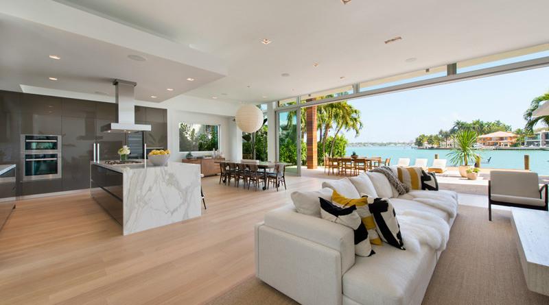 Casa moderna di lido island miami beach florida for Cocina abierta sala de estar