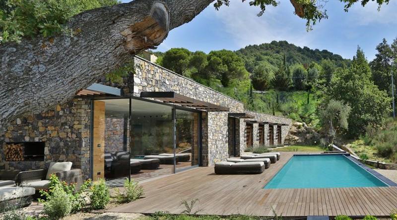 moderna casa de piedra en una colina italiana arquitexs