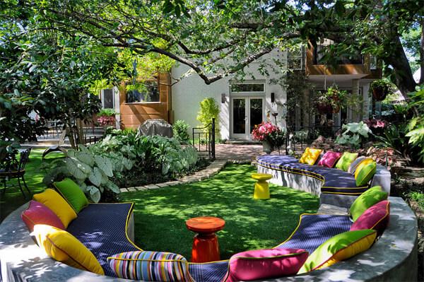 jardin-decorado-cojines-colores