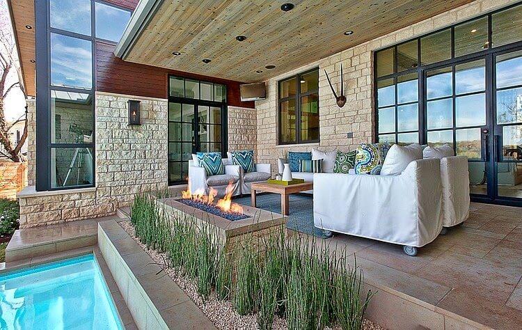 terraza-con-chimenea-casa-de-lujo