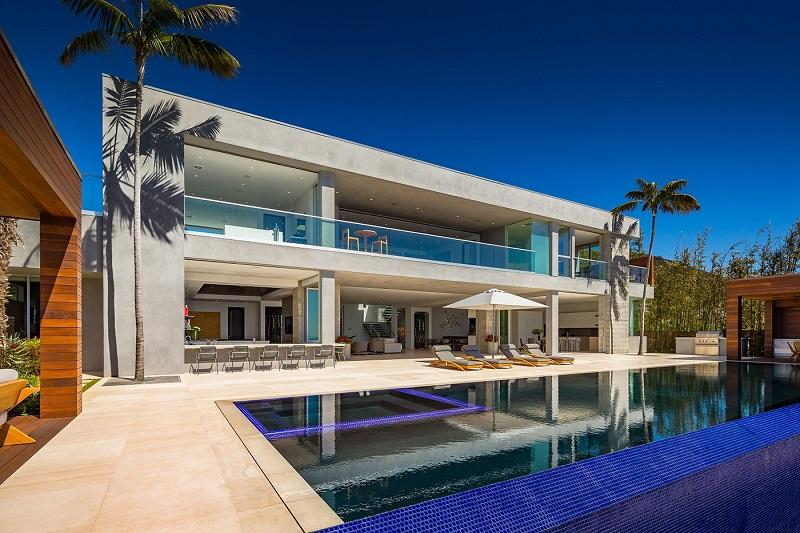 Moderna casa en malibu con vistas al mar arquitexs - Casas modernas con piscina ...
