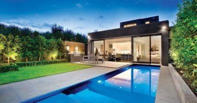 6 casas adosadas con fachada minimalista for Piscina sant cugat