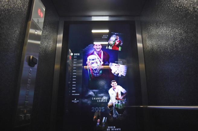 ascensor-hotel-pestana-cristiano-ronaldo-cr7