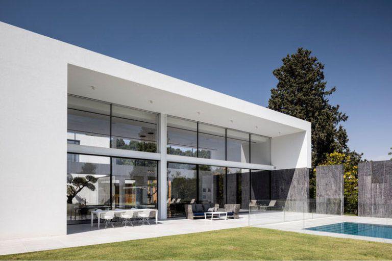 Casa minimalista en savyon pitsou kedem arquitectos for Casa minimalista veracruz