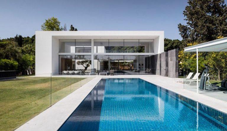 Casa minimalista en savyon pitsou kedem arquitectos for Fachadas de casas modernas wikipedia
