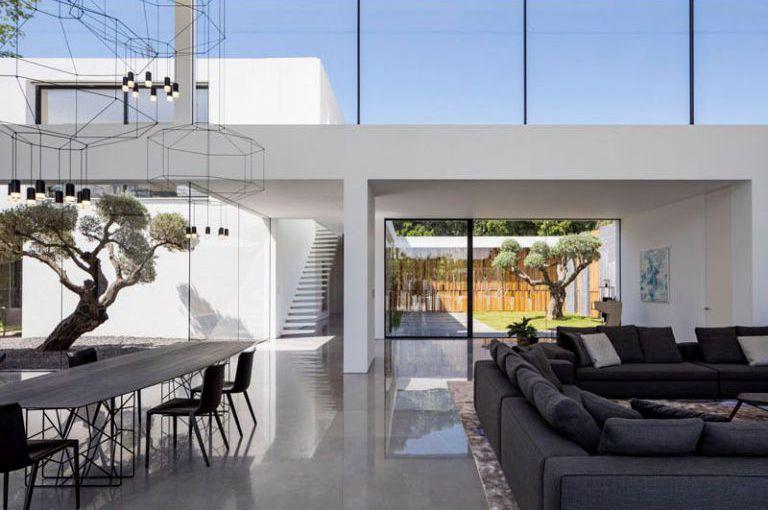 Casa minimalista en savyon pitsou kedem arquitectos - Casa minimalista interior ...