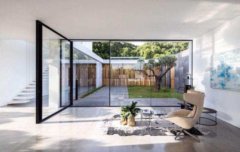 Casa minimalista en savyon pitsou kedem arquitectos for Sala casa minimalista