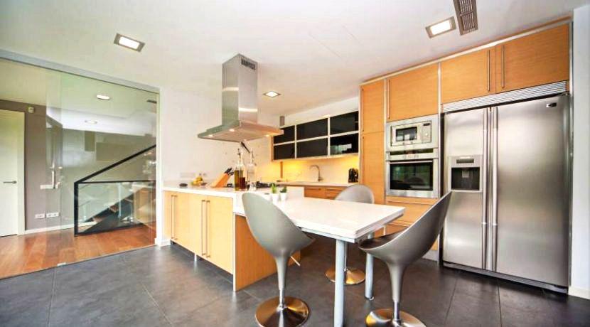 Cocina moderna con isla casa venta barcelona arquitexs for Cocinas modernas barcelona