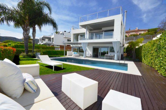 Exclusivas casas de lujo en venta en barcelona arquitexs for Casa minimalista grande