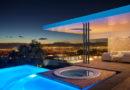 Lujosa casa de hormigón con increíbles vistas a la ciudad