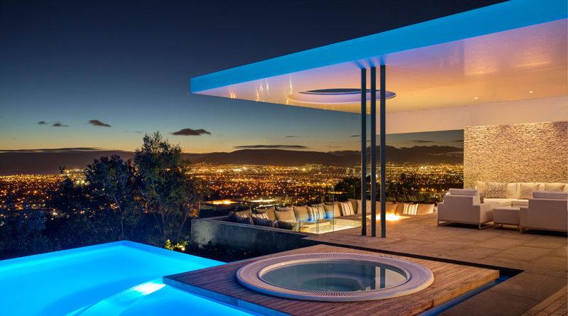 Lujosa casa de hormig n con incre bles vistas a la ciudad arquitexs - Casas modernas con piscina ...